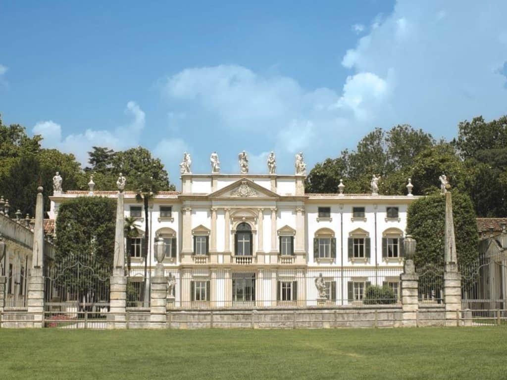 Ville in Valpolicella. Villa Mosconi Bertani a Illasi