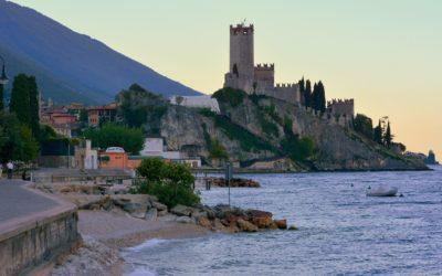 Raggiungere Verona e lago di Garda con i mezzi pubblici: treno, autobus, funivia, Bus & Bicicletta. Per poi gustarsi i vini veronesi di qualità