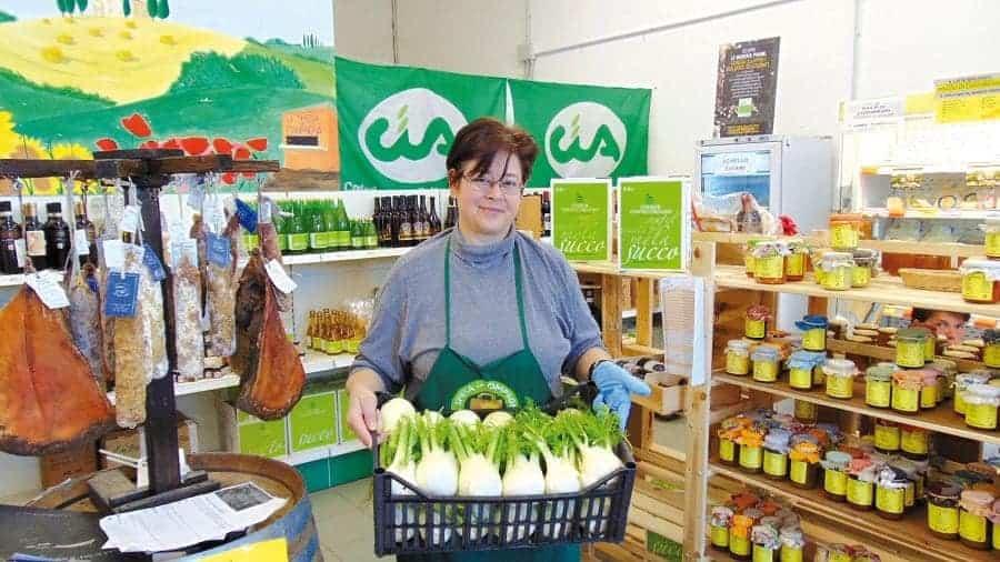La Spesa in Campagna, successo dei mercatini con vendita vino e prodotti locali
