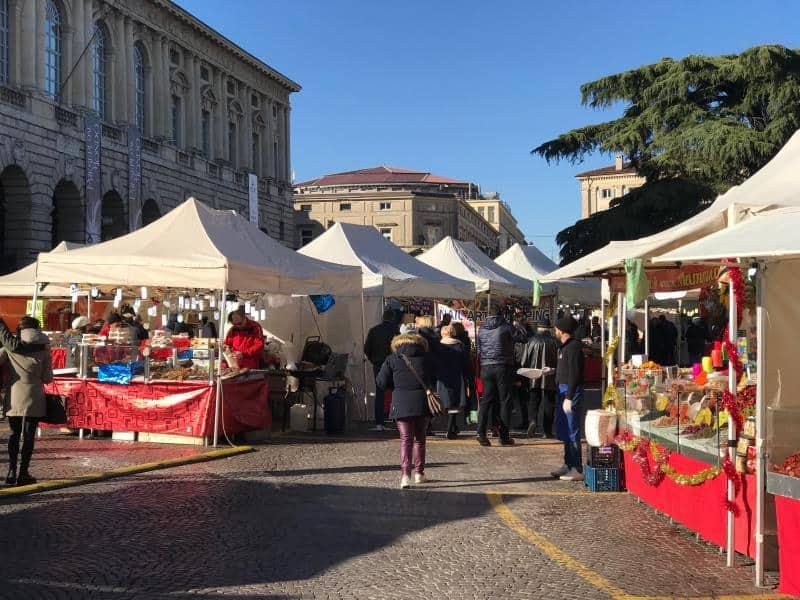 Eventi Verona: Mercatini di Natale in centro fino al 26 dicembre. Alla scoperta degli stand nella città medievale