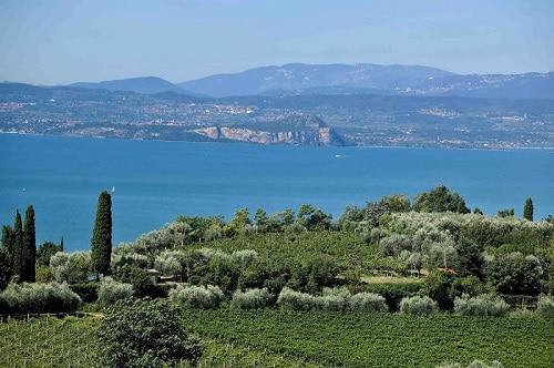 Spumante-Garda-Doc-Consorzio-Garda-Doc-veduta-del-lago-di-Garda