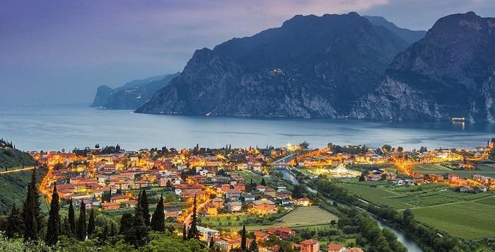 """Lago di Garda paradiso dell'enoturismo. Scopri uno dei migliori posti al mondo del turismo del vino per il magazine """"Wine Enthusiast"""""""