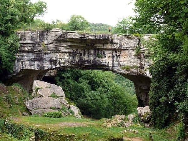 Lessinia - Ponte di Veja - Sant'Anna d'Alfaedo - provincia di Verona ---
