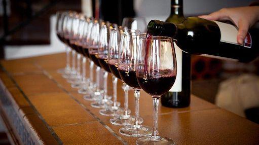 Come comprare vino su internet. Il caso dell'enoteca online Vinopuro: scopri i vini in vendita, le garanzie e i tempi di spedizione