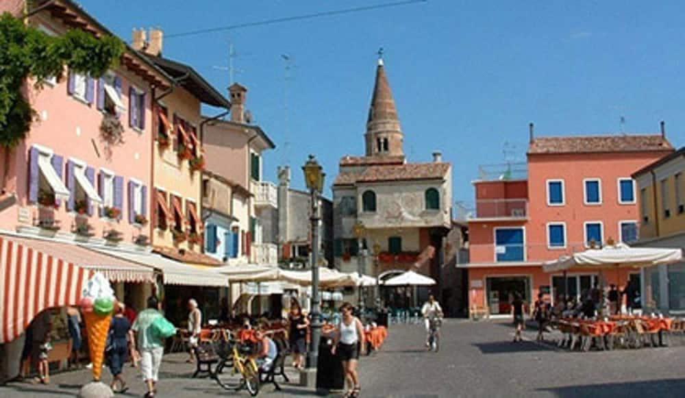 """""""Street Wine Caorle"""" (Venezia). Festival dei vini e dei sapori della tradizione. Appuntamento sabato 27 e domenica 28 aprile. Scopri il programma"""