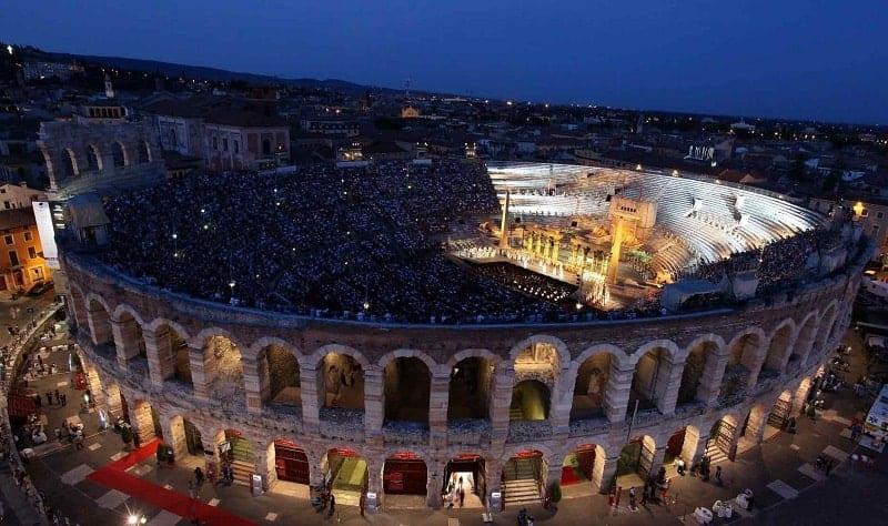 Opera lirica all'Arena di Verona: il programma dell'Arena di Verona Opera Festival 2019. Leggi le informazioni utili sulla città e su dove alloggiare