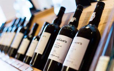 """Nel libro """"La Cantina perfetta. Grandi vini da collezione"""" i vini più costosi e pregiati. Le bottiglie di vino sono un ottimo investimento ad alta resa"""