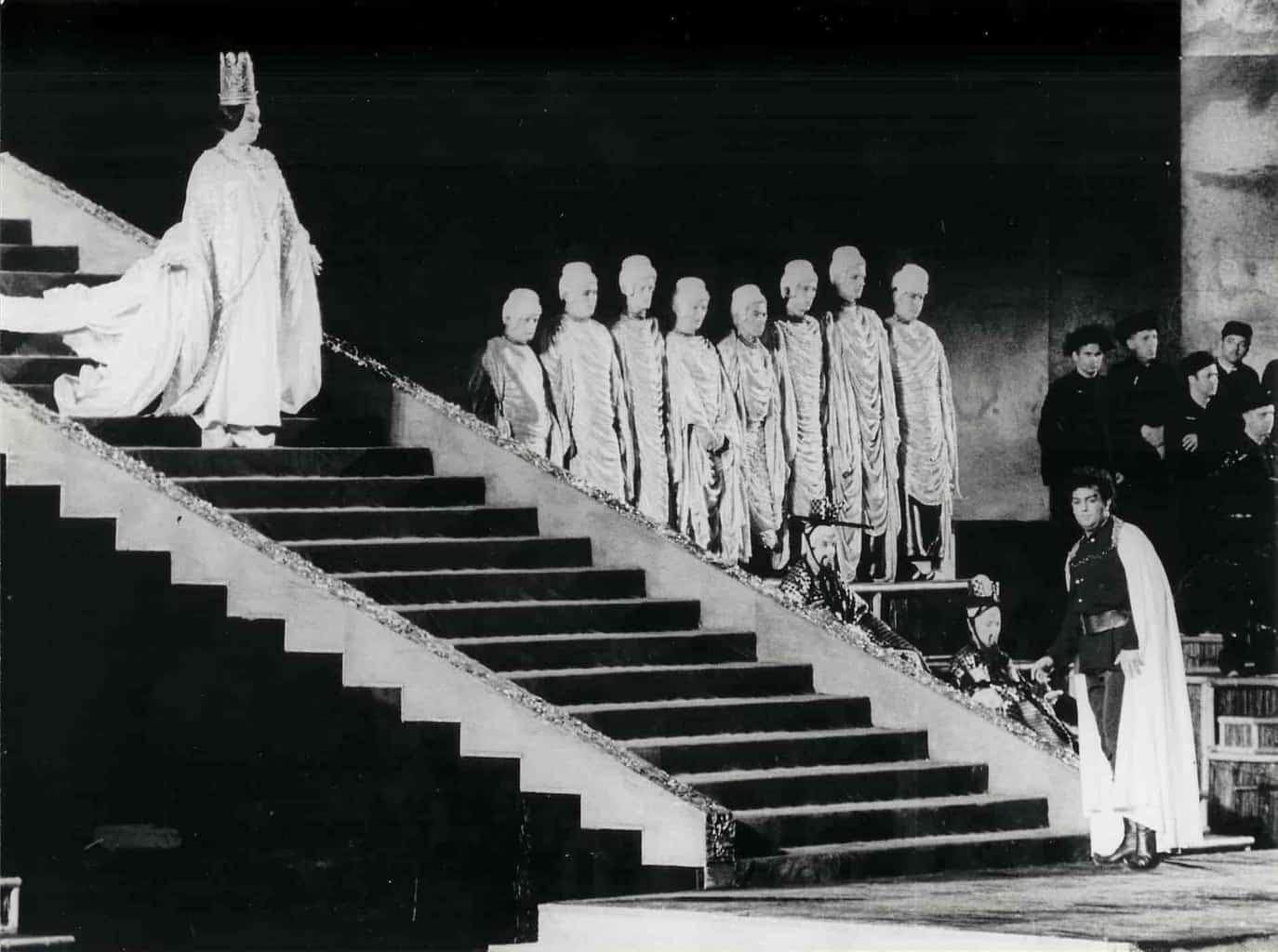 Placido Domingo, nel 1969 in Arena, in una scena di Turandot