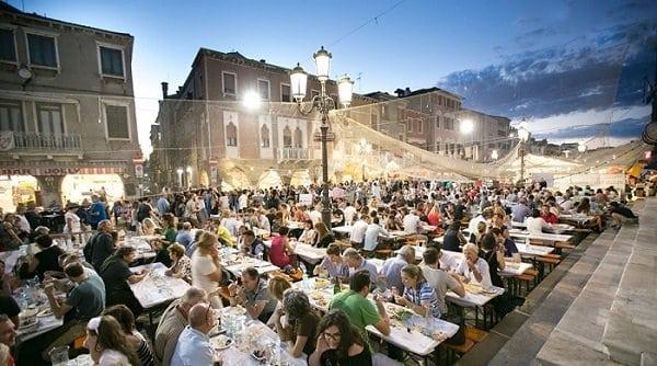 Chioggia - Sagra del Pesce - 2019 - tavoli da pranzo