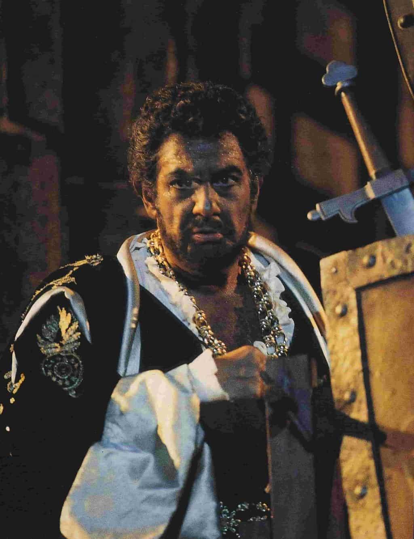 Placido Domingo in una scena di Otello nel 1994 - Arena di Verona