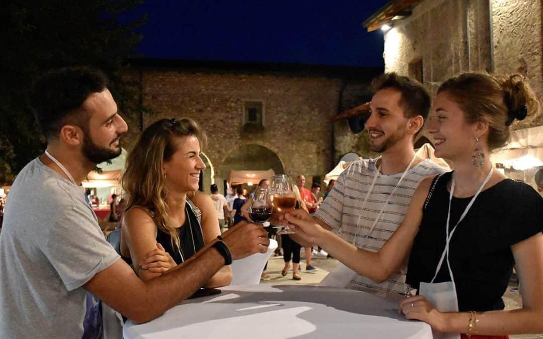"""""""Vino in Castello"""" da venerdì 26 a domenica 28 luglio 2019. A Monzambano (Mantova) l'enogastronomia del lago di Garda e delle colline moreniche"""