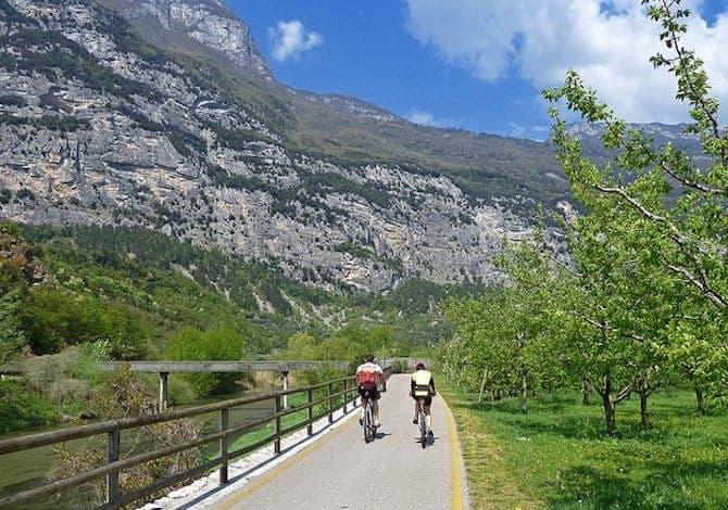 Arco di Trento con la ciclabile valle dei laghi