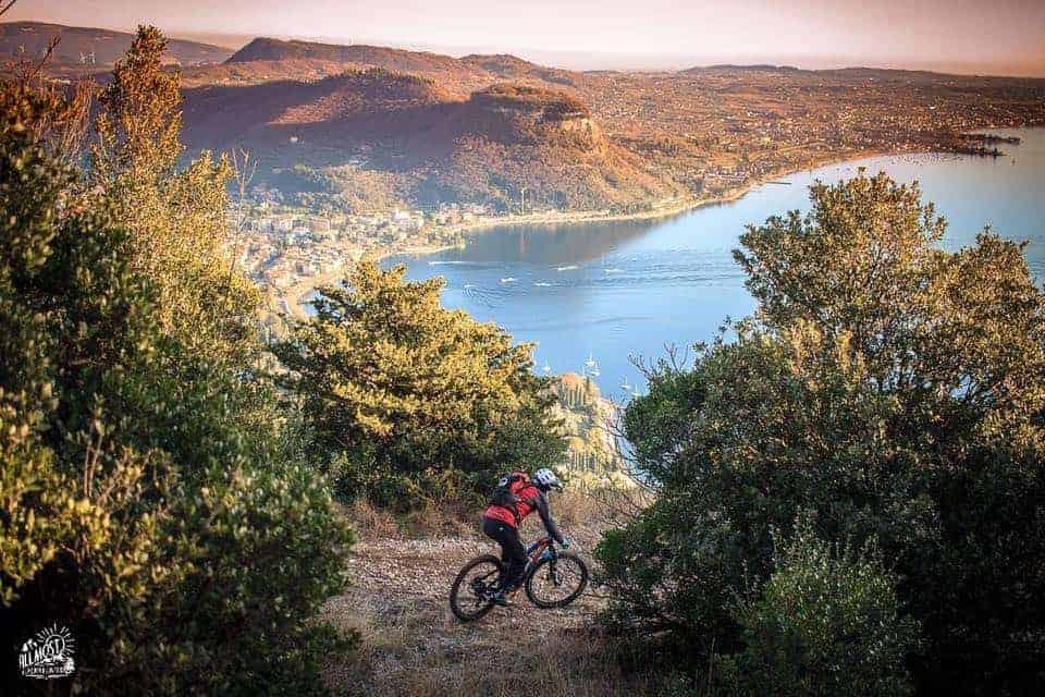 Cicloturismo sul lago di Garda. In bicicletta da Bardolino a Rocca del Garda, Punta San Vigilio e Garda