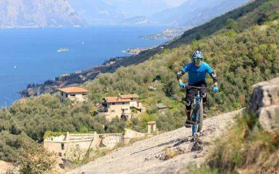 Lago di Garda: in bicicletta da Bardolino, la terra del vino Chiaretto, ai forti di Rivoli Veronese
