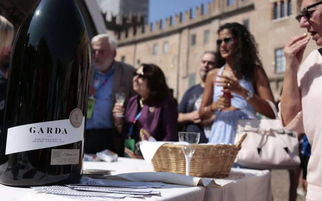 """Spumante Garda Doc """"bollicine ufficiali"""" del Festival della Letteratura di Mantova. Libri e vino in un brindisi culturale dal 4 all'8 settembre 2019"""