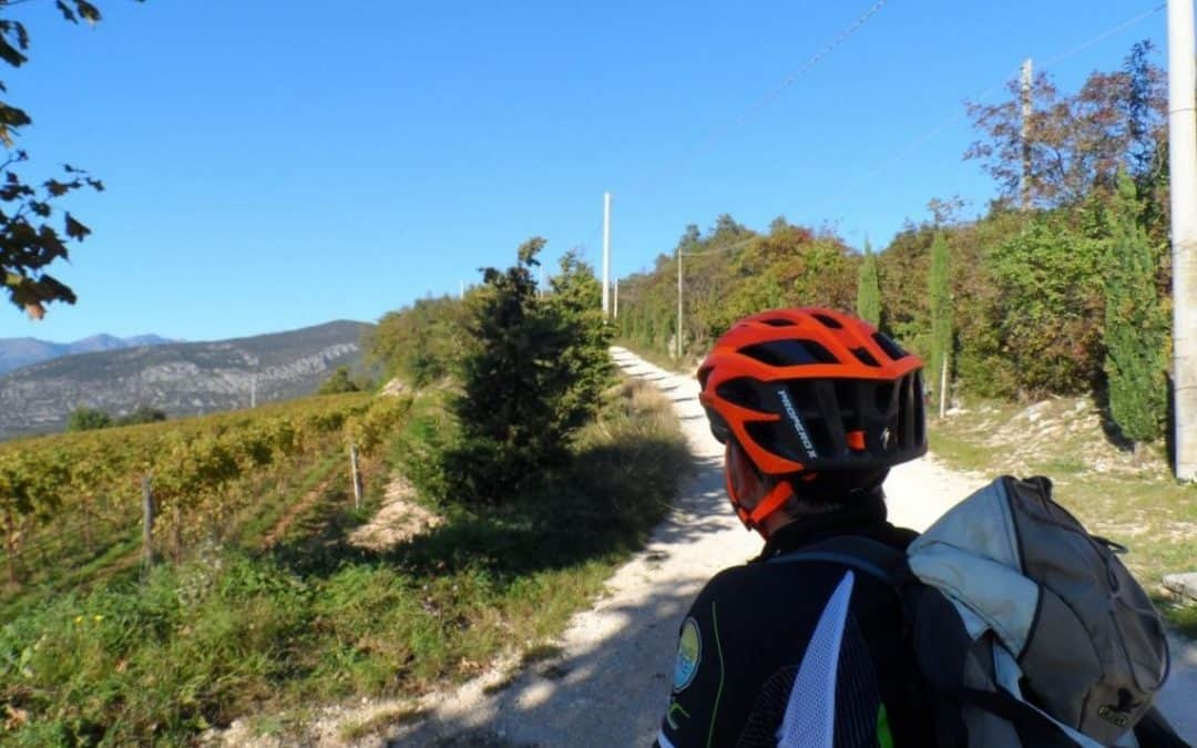 In bicicletta tra Valpolicella e Lessinia: il borgo di Gorgusello, Breonio e il ponte di Veja. Con uno sguardo ai Vini Valpolicella