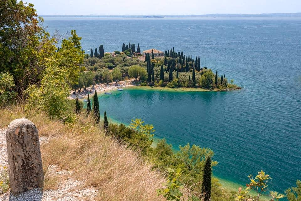 Itinerari a Bardolino: scopri l'entroterra del Lago di Garda a piedi, in bicicletta e in macchina. Fra bellezze naturali, culturali e vino