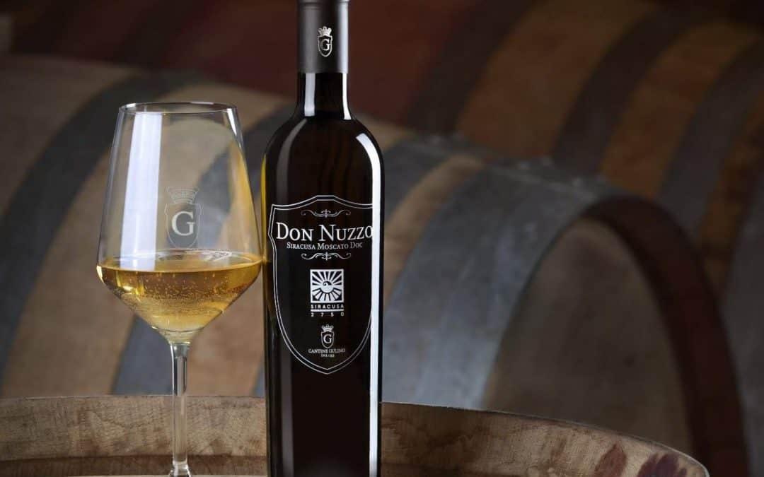 Vini di Sicilia: il Moscato siracusano che conquistò lo scrittore Mario Soldati. Viaggio, fra storia e cultura, in quello che è considerato il più antico vino d'Italia