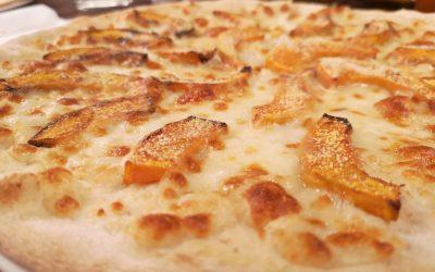La Pizza: orgoglio italiano dalle origini millenarie. Scopri la storia della pizza dal periodo Neolitico fino ai nostri giorni