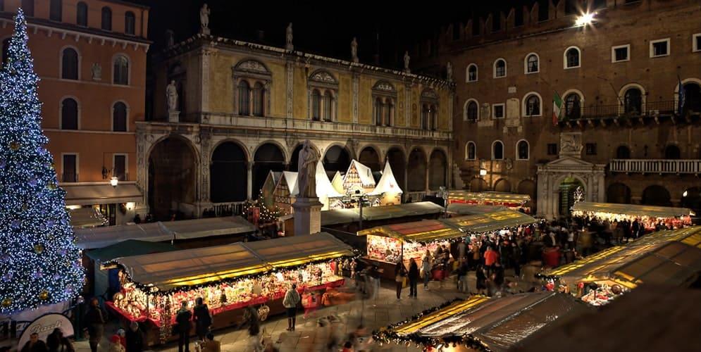 Eventi a Verona: i Mercatini di Natale nel centro storico di Verona e a Lazise, sul lago di Garda. E a Santa Lucia i banchetti in Piazza Bra