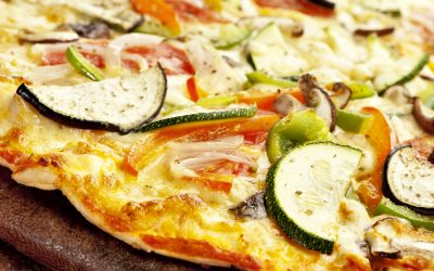 Ricette per le pizze: come preparare una pizza vegetariana e abbinarla a vini di qualità