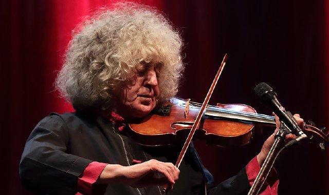 """Angelo Branduardi in concerto al Teatro Romano il 22 maggio 2020 per il tour """"Il cammino dell'anima"""". Leggi l'articolo per saperne di più"""