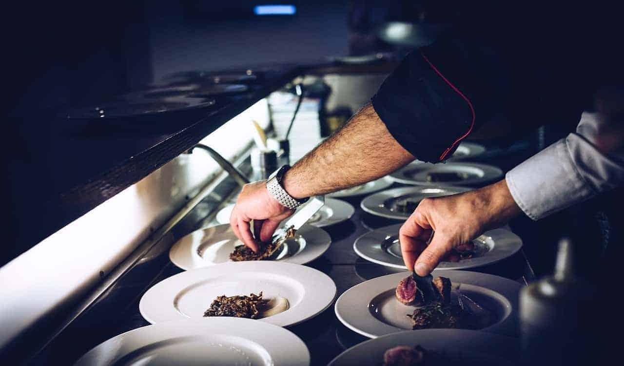 Cucina con piatti tipici