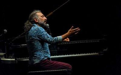Stefano Bollani in concerto al Teatro Romano sabato 20 giugno 2020. Leggi l'articolo per saperne di più
