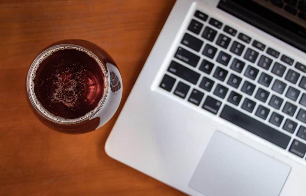 L'aperitivo in quarantena corre sul web. Ecco chi lo propone e come partecipare all'#aperichat