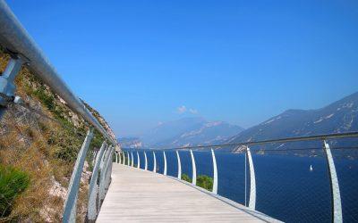 Estate in bicicletta sul lago di Garda: Limone-Riva, Garda by Bike, Sentiero del Ponale e giro su due ruote dell'Alto del Garda. Con il contorno dei vini veronesi