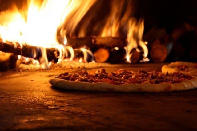 """Pizza e Lievitazione: i consigli dell'esperto Andrea Braga per una """"tonda"""" croccante e digeribile"""