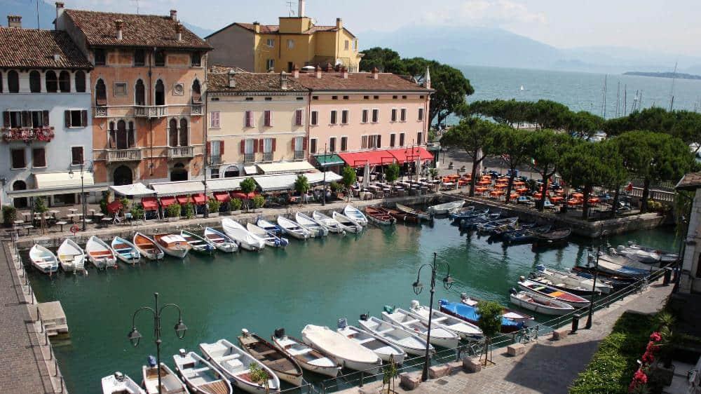Il caratteristico porto di Desenzano