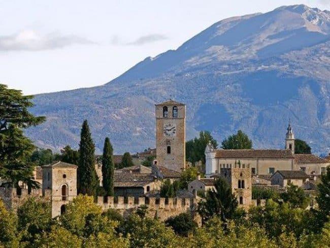 Borghi d'Italia con Castellaro Lagusello in provincia di Mantova